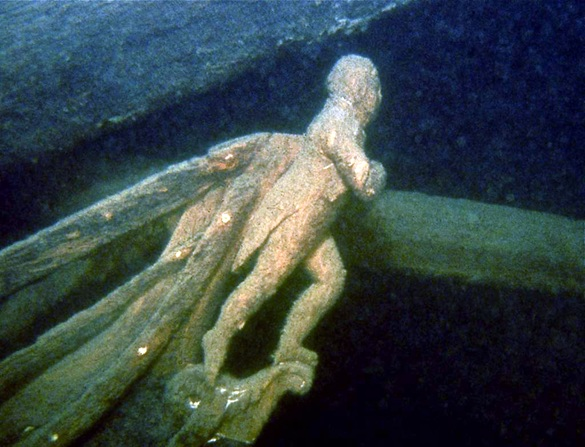 Diver remembers American dead in war between Britain and the USA 200 years ago
