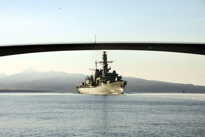 HMS Richmond Trains Specialist Navigators