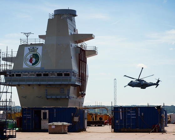 Royal Navy captures preview Of HMS Queen Elizabeth's future role