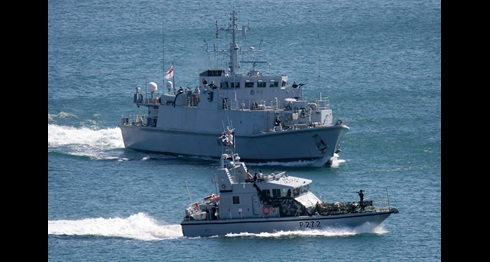 HMS Blyth exercises at Bournemouth Airshow