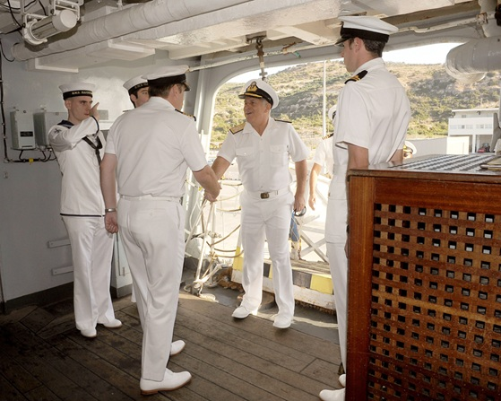HMS Illustrious hosts Hellenic Chief of Naval Staff while in Crete