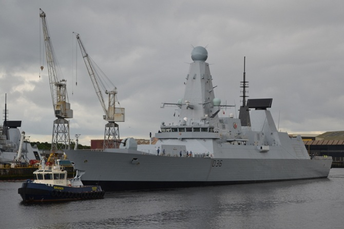HMS Defender Leaves Glasgow