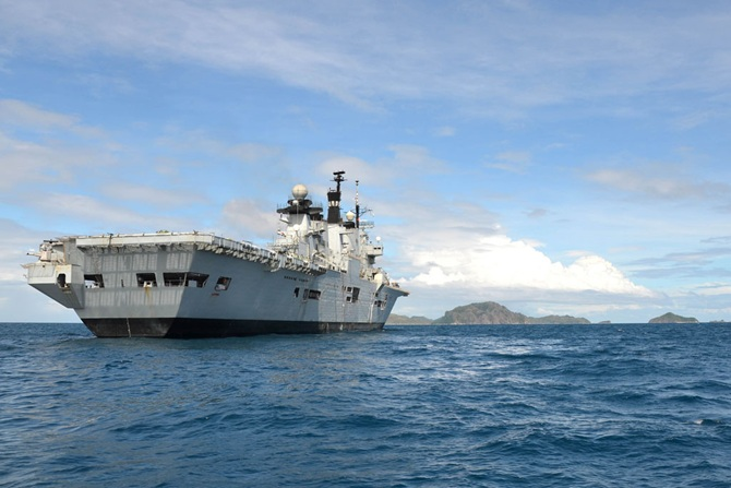HMS Illustrious continues Philippines aid effort