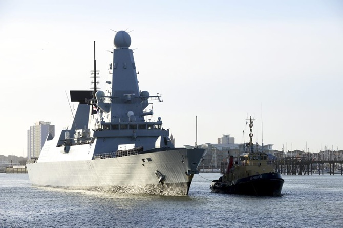 HMS Diamond Returns to Portsmoth for Christmas