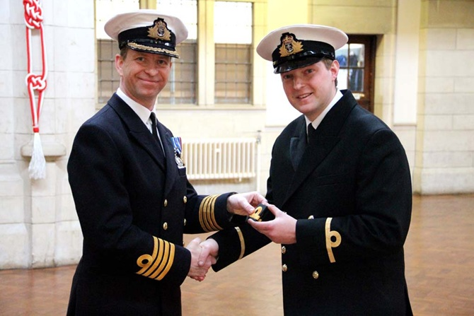 how to join the royal navy reserves
